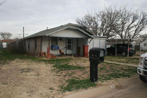 Photo of 750 S 16th St, Slaton, TX 79364