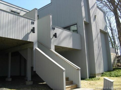 Photo of 10 Sugar Maple Ln Unit 10, Ridgefield, CT 06877