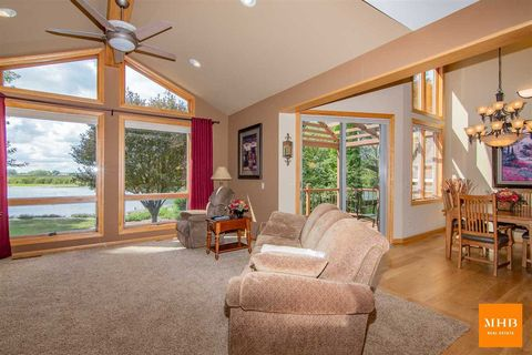 Photo of 714 Interlake Dr, Monona, WI 53716