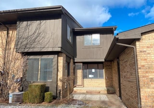 37161 Clubhouse Dr Sterling Heights, MI 48312