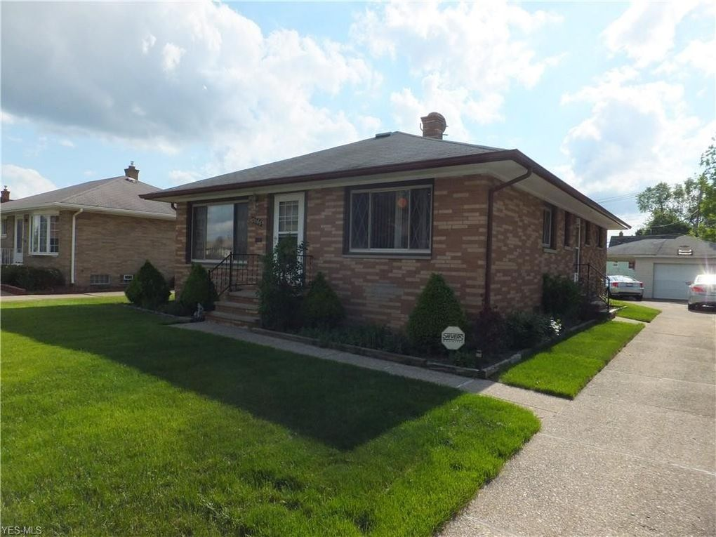 4820 Southwood Dr Brooklyn, OH 44144