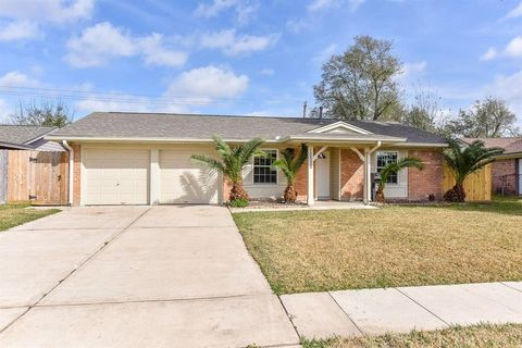 Photo of 10035 Old Orchard Rd, La Porte, TX 77571