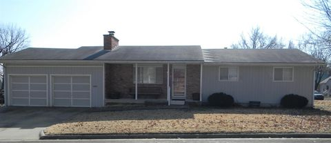 Photo of 923 N Jefferson Ave, Iola, KS 66749