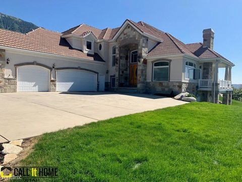 Photo of 3241 E Granite Point Cir, Sandy, UT 84092