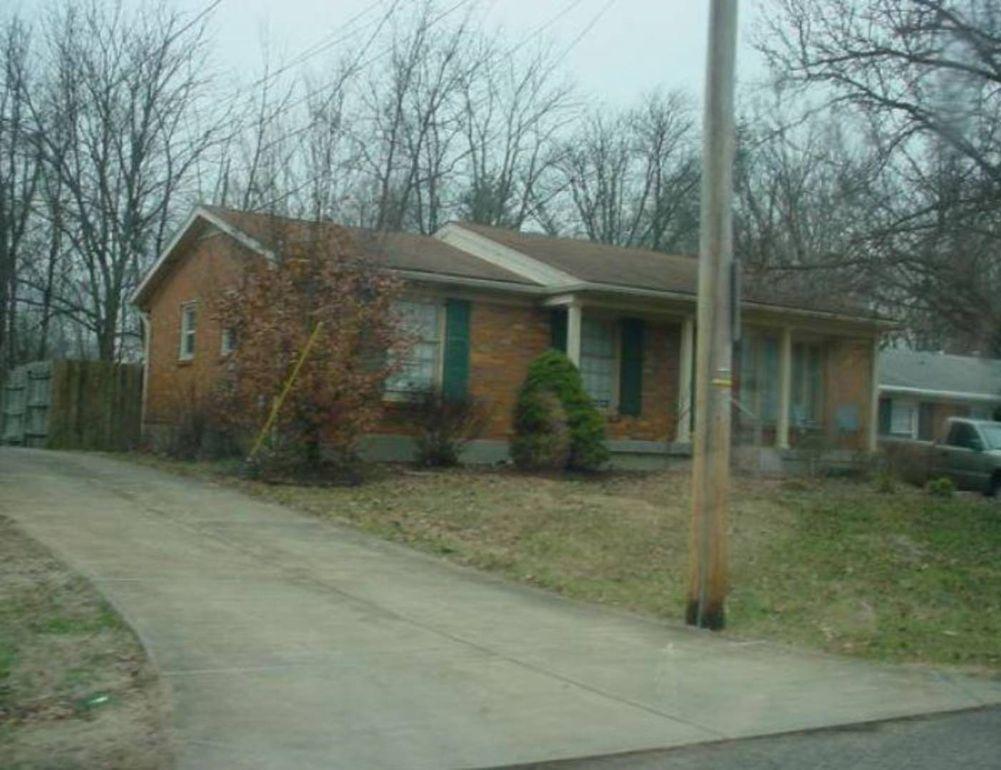 7902 Naples Rd, Louisville, KY 40219