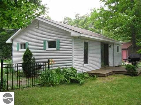 160 S Long Lake Rd, Traverse City, MI 49684