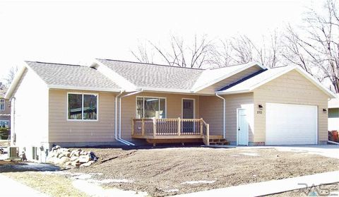 Photo of 2703 S Willow Ave, Sioux Falls, SD 57105