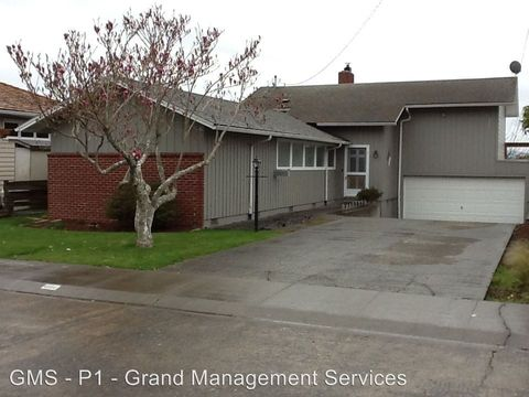 Photo of 1340 Bayview St, North Bend, OR 97459