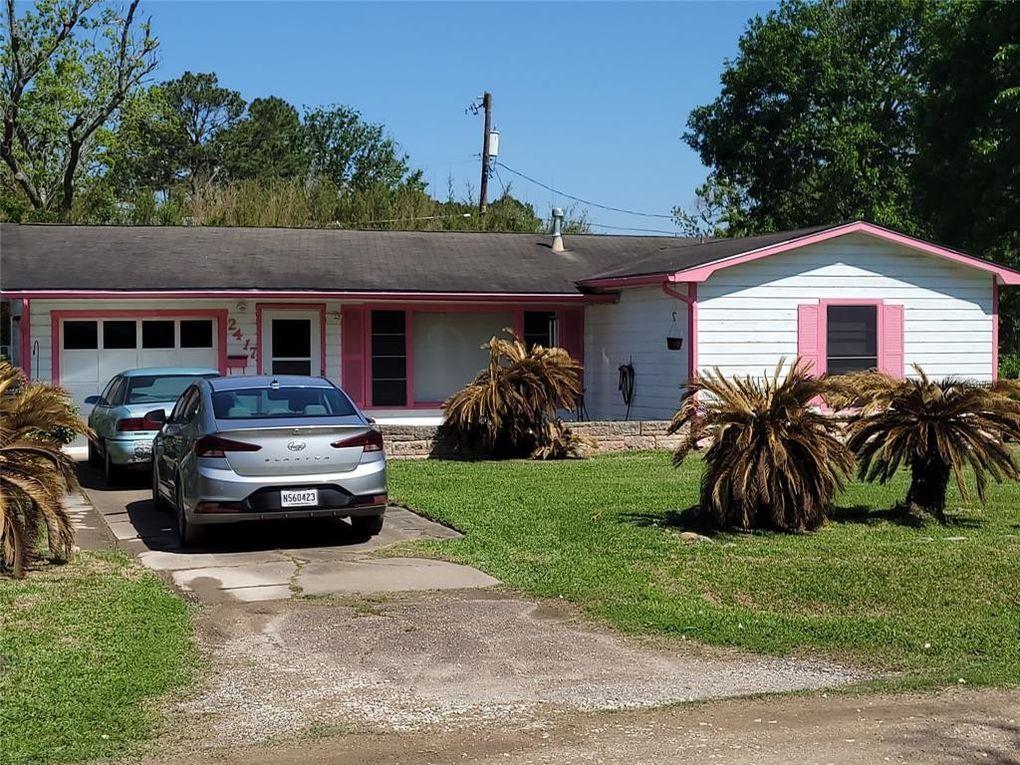 2417 Pecan St Dickinson, TX 77539