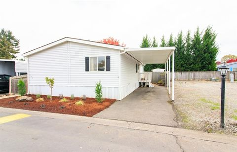 Medford Or Houses For Sale With Swimming Pool Realtorcom