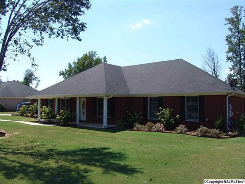 110 Autumn Crest Dr, Madison, AL 35757