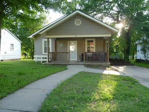 311 N College St, Winfield, KS 67156