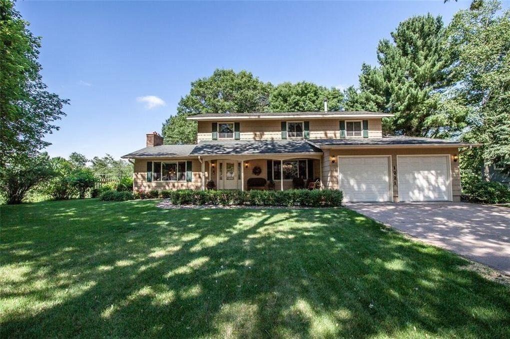 1221 River Heights Rd, Menomonie, WI 54751
