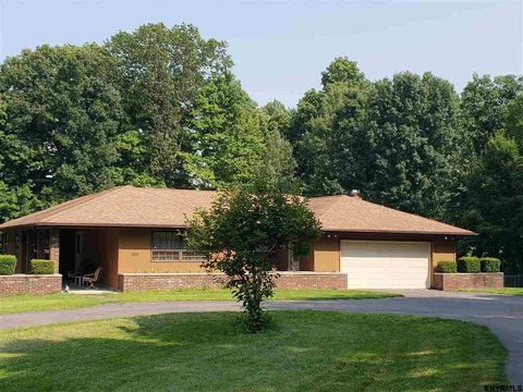 780 Grooms Rd, Rexford, NY 12148