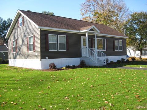 7 Bellcrest Rd, Nashua, NH 03062 on