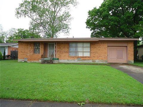 Photo of 1411 Bluebird Ln, Garland, TX 75042