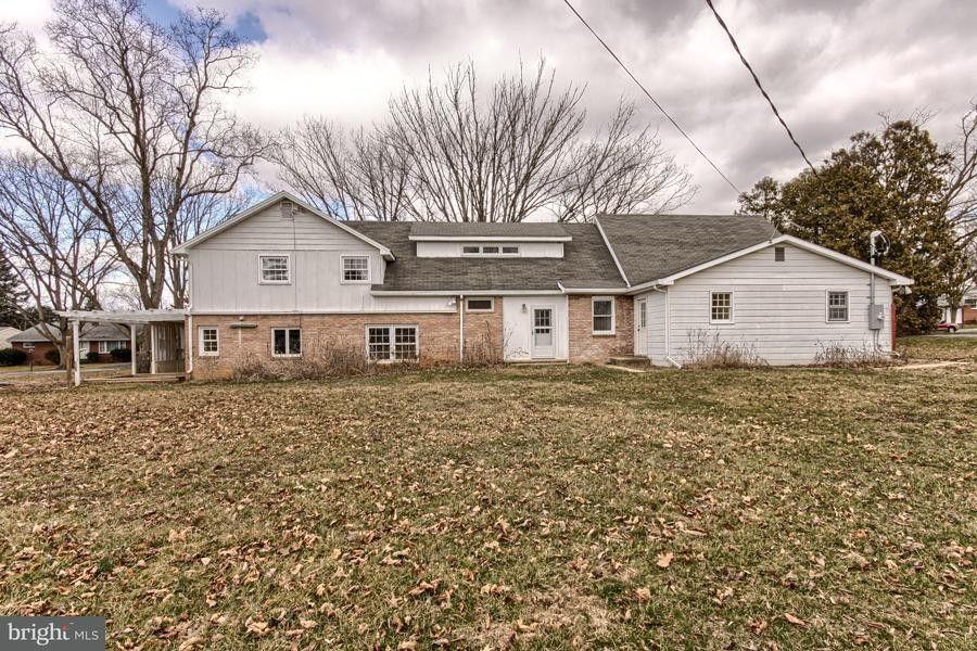 414 Schoolhouse Ln, Shippensburg, PA 17257