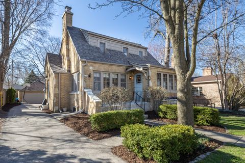 Photo of 4731 N Bartlett Ave, Whitefish Bay, WI 53211