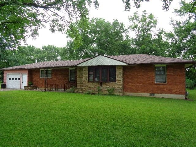 107 E Edwards Pl Nevada, MO 64772