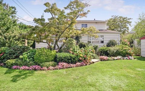 769 Dumont Pl, North Woodmere, NY 11581