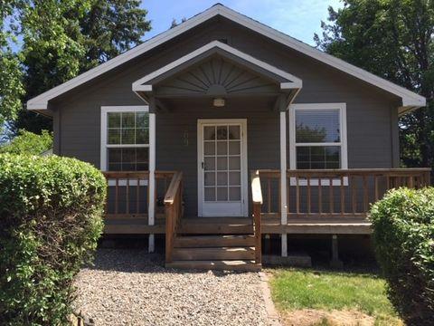 209 Sisson St, Mount Shasta, CA 96067