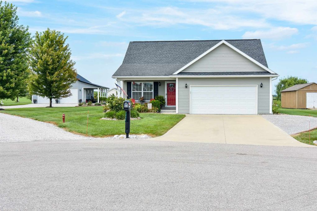 4860 Green Meadow Ct Poseyville, IN 47633