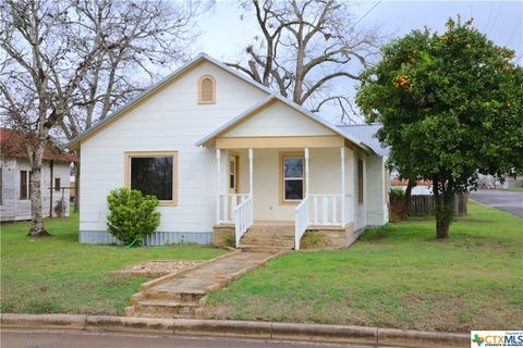 Photo of 403 N Avenue E, Shiner, TX 77984