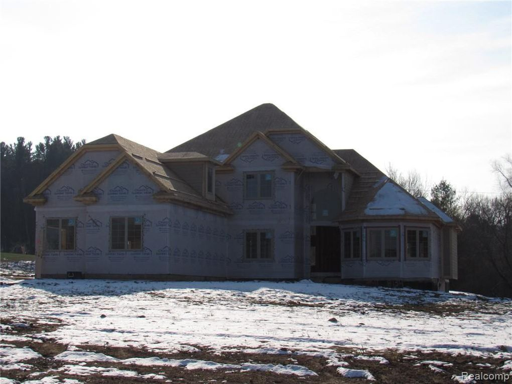 8134 Morningside Dr, Bruce Township, MI 48065