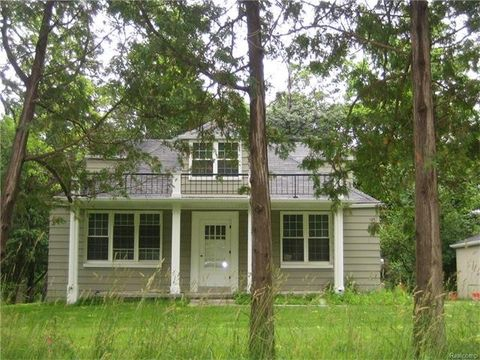 3917 Old Plank Rd, Milford Township, MI 48381
