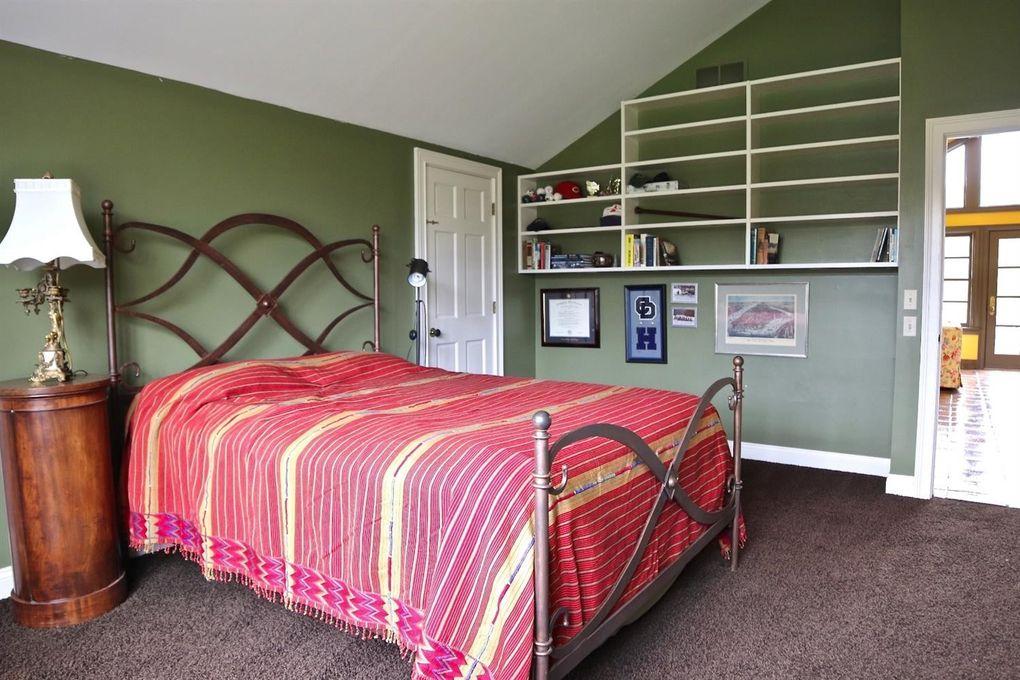 4 Birdhaven Ln, Indian Hill, OH 45242 - Bedroom