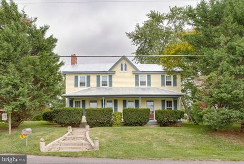 Astonishing 2118 Old Westminster Pike Finksburg Md 21048 Home Interior And Landscaping Synyenasavecom