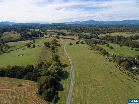 1376 Oakencroft Ln, Charlottesville, VA 22901