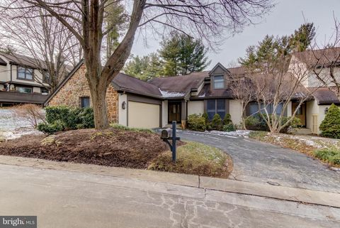 204 Springhouse Pond Dr, Chesterbrook, PA 19087