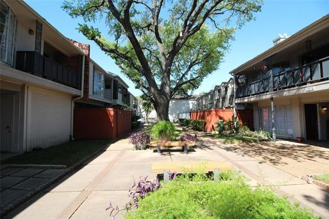 Photo Of 2595 Marilee Ln Apt 4 Houston Tx 77057 Townhome For Rent