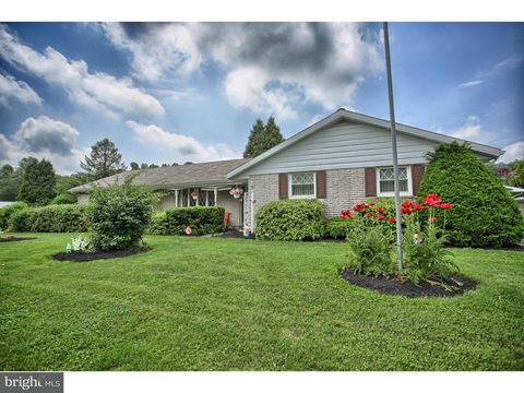 444 Orchard Rd, Fleetwood, PA 19522