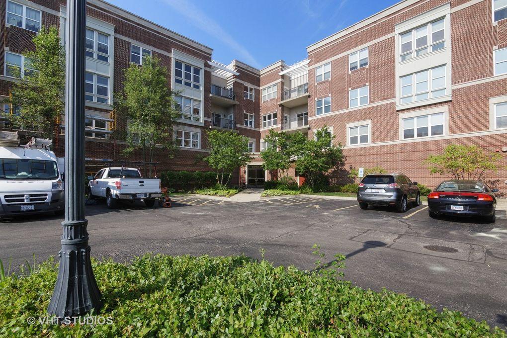300 E Church St Unit 201 Libertyville, IL 60048