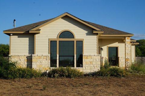 220 Oak St, Crystal City, TX 78839