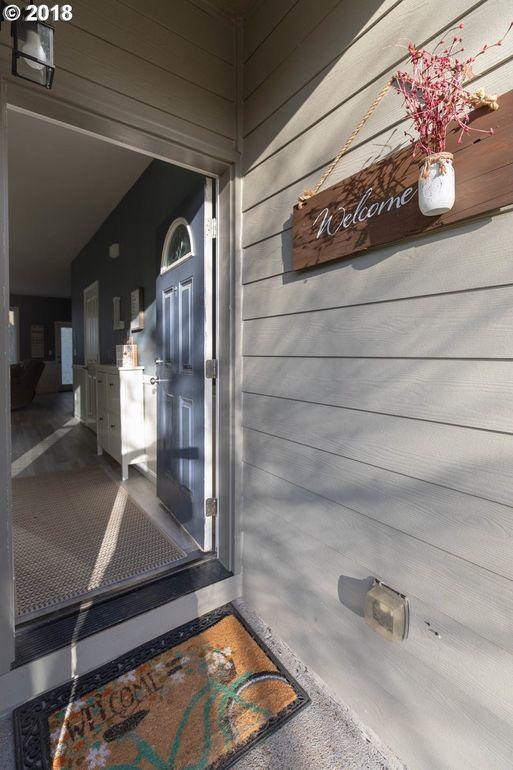37821 Hamilton Ridge Dr, Sandy, OR 97055