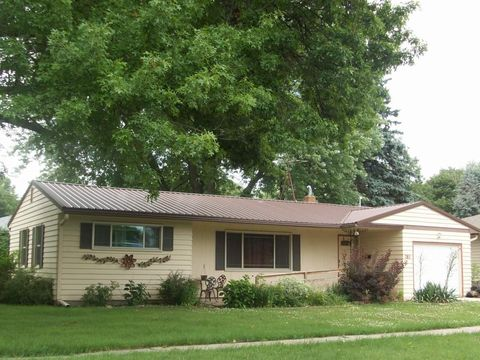 205 8th Ave, Grinnell, IA 50112