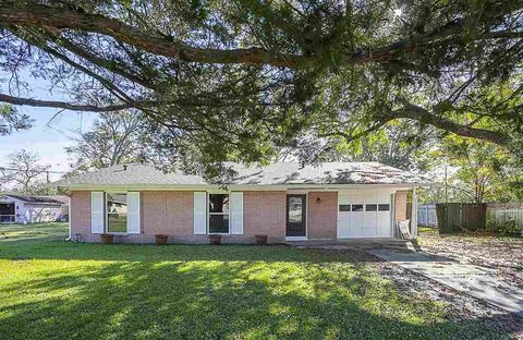 160 E Herring St, Sour Lake, TX 77659