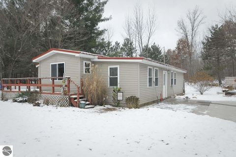 Photo of 17310 Alma Lake Rd, Big Rapids, MI 49307