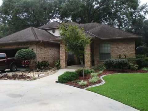 100 Twisted Oak Dr, Picayune, MS 39466