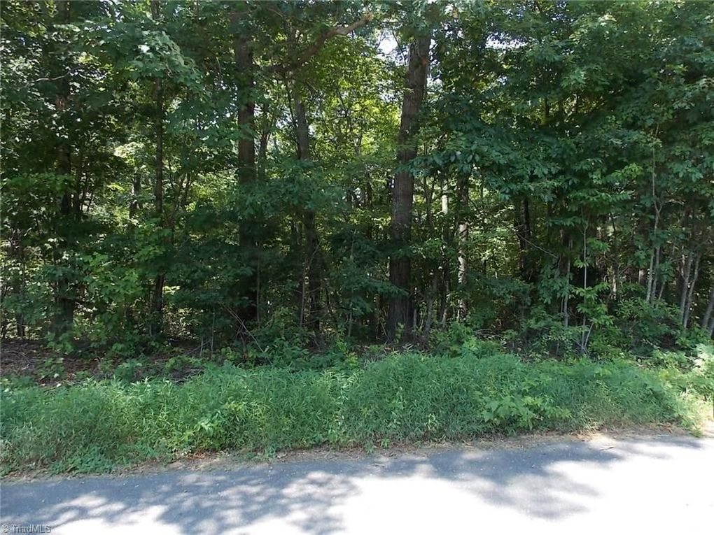 Forest Knoll Dr Mount Airy, NC 27030
