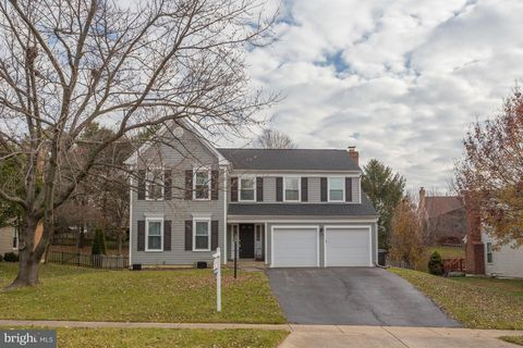 17308 Pickwick Dr, Purcellville, VA 20132