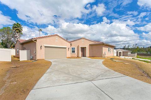 Photo of 1121 Palomar Cir, Escondido, CA 92027