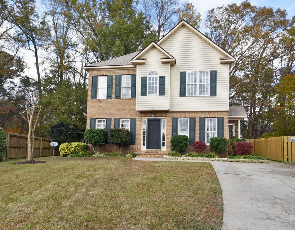 2309 Old Courthouse Dr, Greenville, NC 27858
