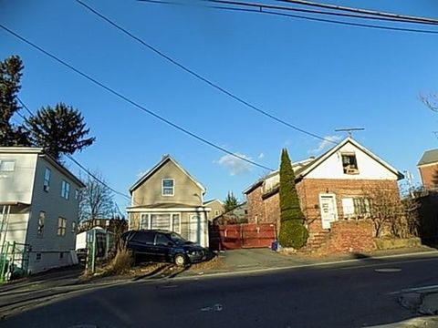186-188 Ames St, Brockton, MA 02302
