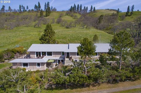 191 Old Highway 8, Lyle, WA 98635