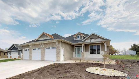 9101 W Kingfisher Cir, Sioux Falls, SD 57107
