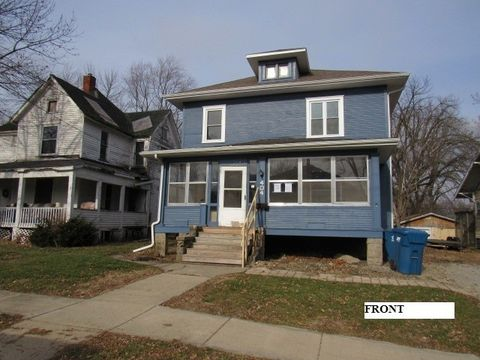 Photo of 404 E Cherry St, Watseka, IL 60970